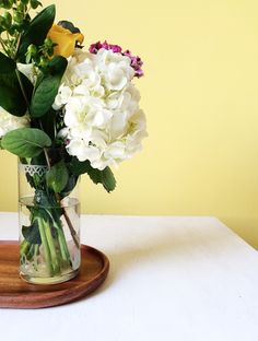Etched Glass Spring Vase | Brittany Sazonoff for Silhouette     No tutorial, nice idea