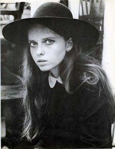Stephanie Farrow, Mia's little sister