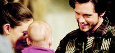 The Originals – TV Série - Hayley Marshall - Phoebe Tonkin - rainha - queen - lobo - Wolf - baby Hope Mikaelson - bebê - casal - couple - amor - love - daughter - filha - mother - mãe - mom - mamãe - happy family - família feliz - Jackson Kenner - Nathan Parsons - 2x14 - I Love You, Goodbye - Eu Te Amo, Adeus - gif