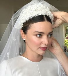 Miranda Kerr was super incredible in creating a video of her makeup prep for her wedding and revealing all the products she used. Now whether this was exactly what Miranda went with on her wedding … Bridal Makeup, Wedding Makeup, Headpiece Wedding, Bridal Fascinator, Wedding Veils, Bridal Headpieces, Braut Make-up, Bridal Hair Vine, Bride Hairstyles