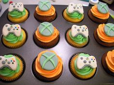 xbox cupcakes, might have to make these for Tyler's birthday :) Video Game Xbox, Video Game Cakes, Video Games, Fun Cupcakes, Birthday Cupcakes, Cupcake Cakes, Cup Cakes, Decorated Cupcakes, Xbox Party