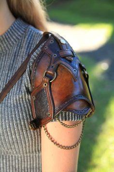 Manège militaire urbaine cuir sac échancrée par PeterHaynesLeather