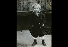 A native of Brooklyn, N.Y., he was the youngest of three brothers and the only one born in America. (Mac and Larry were born in Russia.) His given name was David Daniel Kaminsky, and long after he became Danny Kaye, his family still called him Davie.