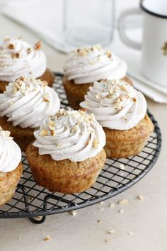 Maple, pecan and cinnamon cupcakes//