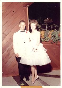 Old Photos, Vintage Photos, Vintage Prom, Night Photos, Prom Night, Young Couples, Vintage Outfits, Vintage Clothing, 1960s