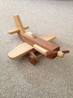 Large, simple and sturdy plane. Great for toddlers age group. Made loads now for friends and family toys by age Handmade Wooden Toys, Wooden Crafts, Diy And Crafts, Wooden Airplane, Airplane Crafts, Woodworking Toys, Woodworking Projects, Wooden Toy Trucks, Wood Games