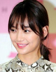 Korean actress. Sin min a. 시스루앞머리. 신민아머리 Shin Min Ah, Korean Celebrities, Bangs, Short Hair Styles, Hair Beauty, Hairstyle, Singer, Actresses, Actors