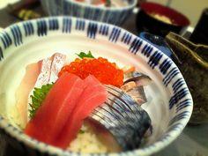他にカンパチ、イカ、マグロ、イクラ - 142件のもぐもぐ - 妻の〆鯖で海鮮丼 by Hiroty