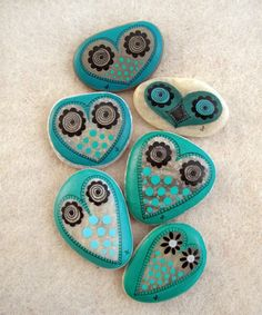 Rocks+-+rock+art+-+painted+rocks+-+owl+-+owls+-+turquoise+-+nature+-+art+-+crafts+-+DIY+-+ideas+via+ gifts made Pebble Painting, Pebble Art, Stone Painting, Diy Painting, Rock Painting, Painted Rocks Owls, Owl Rocks, Painted Stones, Painted Pebbles