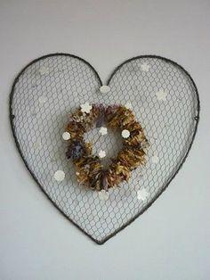 C ur en grillage vendu dans l 39 atelier de julie for Coeur couronne et miroir apollinaire
