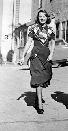 Joan Blondell... interesting dress