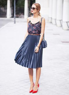 Pair a floral tank top with a flowy midi skirt for a flirty, summery look. // #StreetStyle #Tips