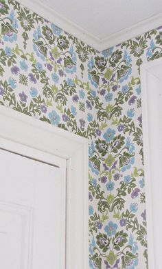 tapetti Sabloni Classic Wallpaper, Inspirational Wallpapers, Print Wallpaper, Valance Curtains, Beautiful Homes, Quilts, Blanket, House Ideas, Walls