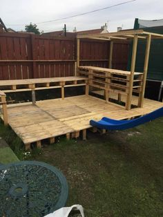 When my daughter wanted a party in the garden for her birthday I said I d bring some wood pallets home from work to build a garden bar for her birthday party pallets palletwood garden palletbar bar diy woodworking recycled # Outdoor Garden Bar, Garden Bar Shed, Outdoor Pallet Bar, Backyard Bar, Diy Garden Furniture, Diy Pallet Furniture, Diy Pallet Projects, 1001 Pallets, Wood Pallets