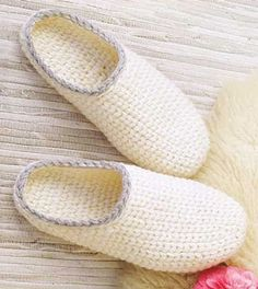 Basic Clog Slippers - uses chunky yarn or 2 stands of worsted-weight yarn, worked in one piece from toe-up, a split single crochet stitch achieves a knit look. Includes adult sizes: S: (M: L: Crochet Sole, Crochet Shoes Pattern, Baby Sweater Knitting Pattern, Knitting Socks, Knit Crochet, Crochet Patterns, Knitted Booties, Knitted Slippers, Crochet Baby Booties