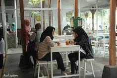 Ngopi sore yuuk di @omahbaciro gangs, ada juga menu-menu beratnya looh 😉  Kalian akan di berikan banyak pilihan menu di sini gangs, karena ada @pastagio_official @dolcevitayk dan @dapurpakbeye di @omahbaciro 🙌🙌 . OMAH BACIRO 👉@dapurpakbeye 👉@dolcevitayk 👉@pastagio_official  Jl. Tunjung No. 12 RT 89/RW 21 Baciro, Gondokusuman, Yogyakarta. ⌚ Open 09:00 - 22:00 WIB ☎ (resv) 0274 5307514 📡 Wifi Kenceng 🔌 Colokan Banyak  #food #foodporn #yum #instafood #yummy #amazing #instagood…