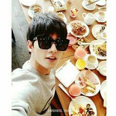 เที่ยงนี้จะกินข้าวหรืออะไรกันเเน่ หึหึหึ #杨洋 #양양 #yangyang #หยางหยาง