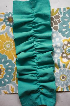 The Barefoot Seamstress: Ruffle Pillows {Tutorial}