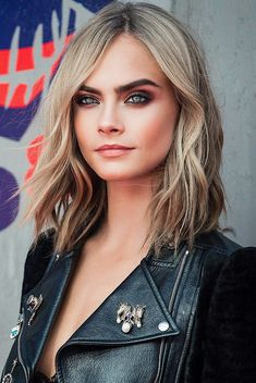 Beautiful Cara Delevingne shared by ❤ 𝓛𝓲𝓷𝓪 ❤ on We Heart It Delevigne Cara, Cara Delevingne Haar, Poppy Delevingne, Cara Delevingne Photoshoot, Foto Face, Corte Y Color, Beautiful Celebrities, Mannequins, Hair Dos