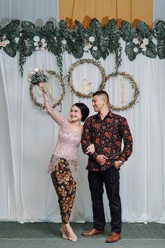 Engagement Stage Decoration, Indoor Wedding Decorations, Wedding Stage Backdrop, Prom Decor, Diy Wedding Reception, Pre Wedding Shoot Ideas, Wedding Poses, Wedding Photoshoot, Wedding Inspiration