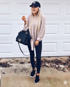 pretty winter outfits for holiday 17 Cute Fall Outfits, Outfits With Hats, Fall Winter Outfits, Spring Outfits, Casual Outfits, Cold Spring Outfit, Outfit Summer, Winter Clothes, Casual Weekend Outfit