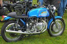 Antique Motorcycles, British Motorcycles, Cafe Racer Motorcycle, Motorcycle Art, Vincent Motorcycle, Honda, Cafe Racer Style, Moto Guzzi, Classic Bikes