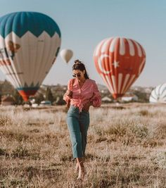 - Travel tips - Travel tour - travel ideas Balloons Photography, Turkey Photos, Istanbul Travel, Cappadocia Turkey, Air Ballon, Relaxing Day, Going On Holiday, Turkey Travel, Dubai