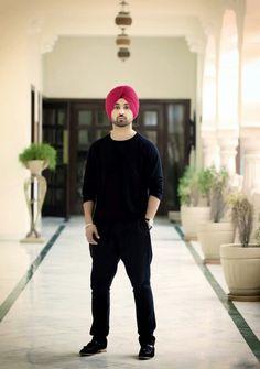 Diljit Dosanjh Punjabi Boys, Punjabi Couple, Mens Fashion Suits, Boy Fashion, Glamour World, Ethnic Chic, Turban Style, Indian Celebrities, All About Fashion