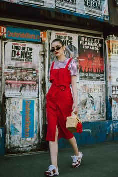 How to layer dresses for spring, red dress Midi Skirt Outfit, Skirt Outfits, New Outfits, Cute Outfits, Shirt Under Dress, Dress Over Pants, Zara Dresses, Nice Dresses, Summer Dresses