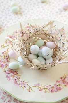 White tones of very rough baskets used, here...nice for individual place settings when filled with little candy eggs (Easter Sunday)