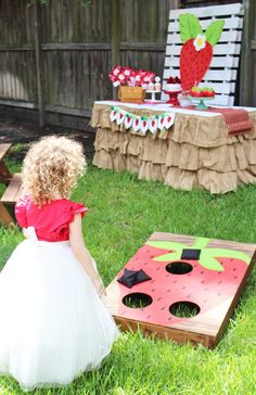 Check out this 'berry' sweet and fresh Kara's Party Ideas featured Sweet Strawberry Birthday Party. First Birthday Theme Girl, 1st Birthday Games, First Birthday Decorations, 6th Birthday Parties, Birthday Ideas, 4th Birthday, Strawberry Shortcake Birthday, Strawberry Tea, Vintage Strawberry Shortcake