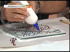 arte en vidrio Miguel Diez - YouTube Fused Glass Plates, Flower Meanings, Hot Pot, Plastic Cutting Board, Stained Glass, Projects To Try, Make It Yourself, Videos, Diy