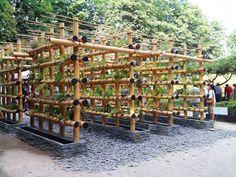 Urban Garden Design The Babylon Urban Garden Made Out of Bamboo Flowers, Plants Vertical Farming, Vertical Gardens, Aquaponics Diy, Hydroponic Gardening, Bamboo Building, Bamboo Structure, Urban Farming, Urban Gardening, Organic Gardening