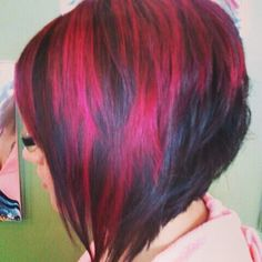 Red Highlights short inverted bob looks great curly too Love Hair, Great Hair, Gorgeous Hair, Hair Color And Cut, Haircut And Color, Funky Hairstyles, Pretty Hairstyles, Wedding Hairstyles, Dark Hair Red Highlights