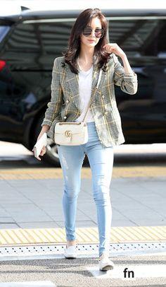 Seohyun Yuri - Incheon Airport to Bangkok, Thailand (Pantene Event) Snsd Airport Fashion, Snsd Fashion, Fashion Idol, Korean Fashion, Girl Fashion, Fashion Outfits, Womens Fashion, Korean Airport Fashion Women, City Outfits