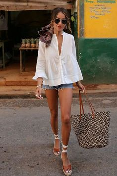 stunning outfit idea for summer / white shirt bag shorts platform sandals Source by web_inspo outfit summer White Shirt Outfits, Short Outfits, Cool Outfits, Casual Outfits, Men Casual, Sandals Outfit Summer, White Shorts Outfit Summer, White Bag Outfit, Outfit Work