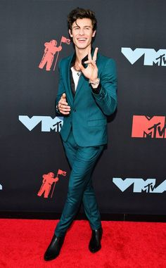 Shawn Mendes flies solo without girlfriend Camila Cabello on MTV VMAs 2019 red carpet - Dolcify Celeb Highlights Mendes 98, Mendes Army, Mtv Video Music Award, Music Awards, Mtv Music, Dolce & Gabbana, David Yurman, Meghan Markle, Elite Model