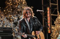 Billy Ray Cyrus - Arrivals at the Hollywood Christmas Parade — Part 3