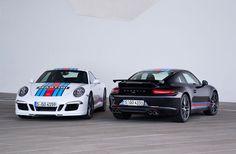 In diesem Jahr kehrt Porsche auf den Asphalt deslegendären24-Stunden-Rennen von Le Mans zurück, gefeiert wird das mit der auf 80 Stück limitiertenPorsche 911 S Martini Racing Edition. Die Kriegs...