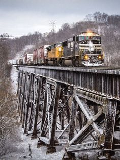 Snow from earlier in the day coats the ground while a pair of EMD products lead Norfolk Southern mixed freight 113 across the Trestle in Ludlow, Kentucky. Southern Railways, Railroad Photography, Bonde, Train Times, Norfolk Southern, Train Pictures, Old Trains, Train Engines, Model Train Layouts