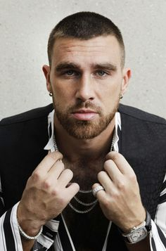 Travis Kelce tight end for the KC Chiefs and one sexy motherf Kc Football, American Football, Beautiful Men, Beautiful People, Travis Kelce, Scruffy Men, Hottest Guy Ever, Sport Man, Fine Men