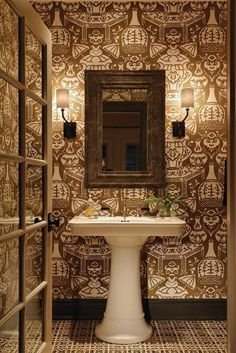 Clarence House is one of my favorite sources for fabrics and wallpaper. I used a great Clarence House paper in my very first house, in the . Clarence House, Powder Room Wallpaper, Home Wallpaper, Funky Wallpaper, Cream Wallpaper, Graphic Wallpaper, Wallpaper Decor, Bathroom Wallpaper, Powder Room Design