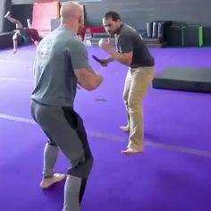 Fight Techniques, Jiu Jitsu Techniques, Martial Arts Techniques, Self Defense Techniques, Martial Arts Workout, Martial Arts Training, Boxing Training, Kickboxing Workout, Gym Workout Tips
