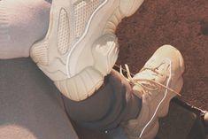 Yeezy Season quando la pubblicità diventa social — Thy Magazine Beige Trainers, Yeezy Season 6, Kanye West, Kim Kardashian, Fashion News, Combat Boots, Army, Seasons, Shoes