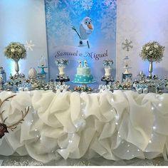 """""""Que festa linda da @lepetit_festas para dois irmãos que adoram o Olaf e o filme Frozen! #festejandoemcasa #frozenfestejandoemcasa #festafrozen #festaolaf"""""""