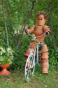 pot peopleBrought to you by Cookies In Bloom and Hannah's Caramel Apples… Flower Pot Art, Flower Pot Crafts, Flower Pots, Flowers, Flower Pot People, Clay Pot People, Clay Pot Projects, Clay Pot Crafts, Garden Crafts