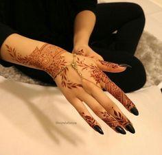 Beautiful hand piece by Thank u x Khafif Mehndi Design, Mehndi Design Pictures, Best Mehndi Designs, Mehndi Designs For Hands, Mahandi Design, Heena Design, Mehndi Images, Modern Henna Designs, Henna Designs Easy
