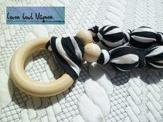 Collier de maternité et de portage en tissus et bois Zebre par CoconToutMignon sur Etsy https://www.etsy.com/fr/listing/240524119/collier-de-maternite-et-de-portage-en