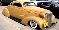 If Al Capone had slammed his ride. Retro Cars, Vintage Cars, Antique Cars, Voiture Rolls Royce, Car Tv Shows, Chevy Hot Rod, Old Dodge Trucks, Fuel Truck, Classic Hot Rod