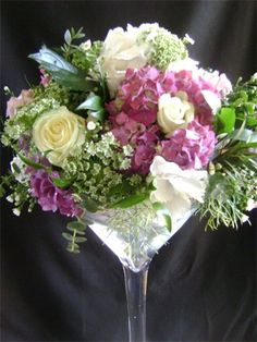 Beautiful arrangement in a large wine glass. Centerpieces With Wine Glasses, Martini Glass Centerpiece, Vase Centerpieces, Wedding Centerpieces, Wedding Table Flowers, Wedding Reception Decorations, Wedding Ideas, Table Decorations, Balloon Flowers